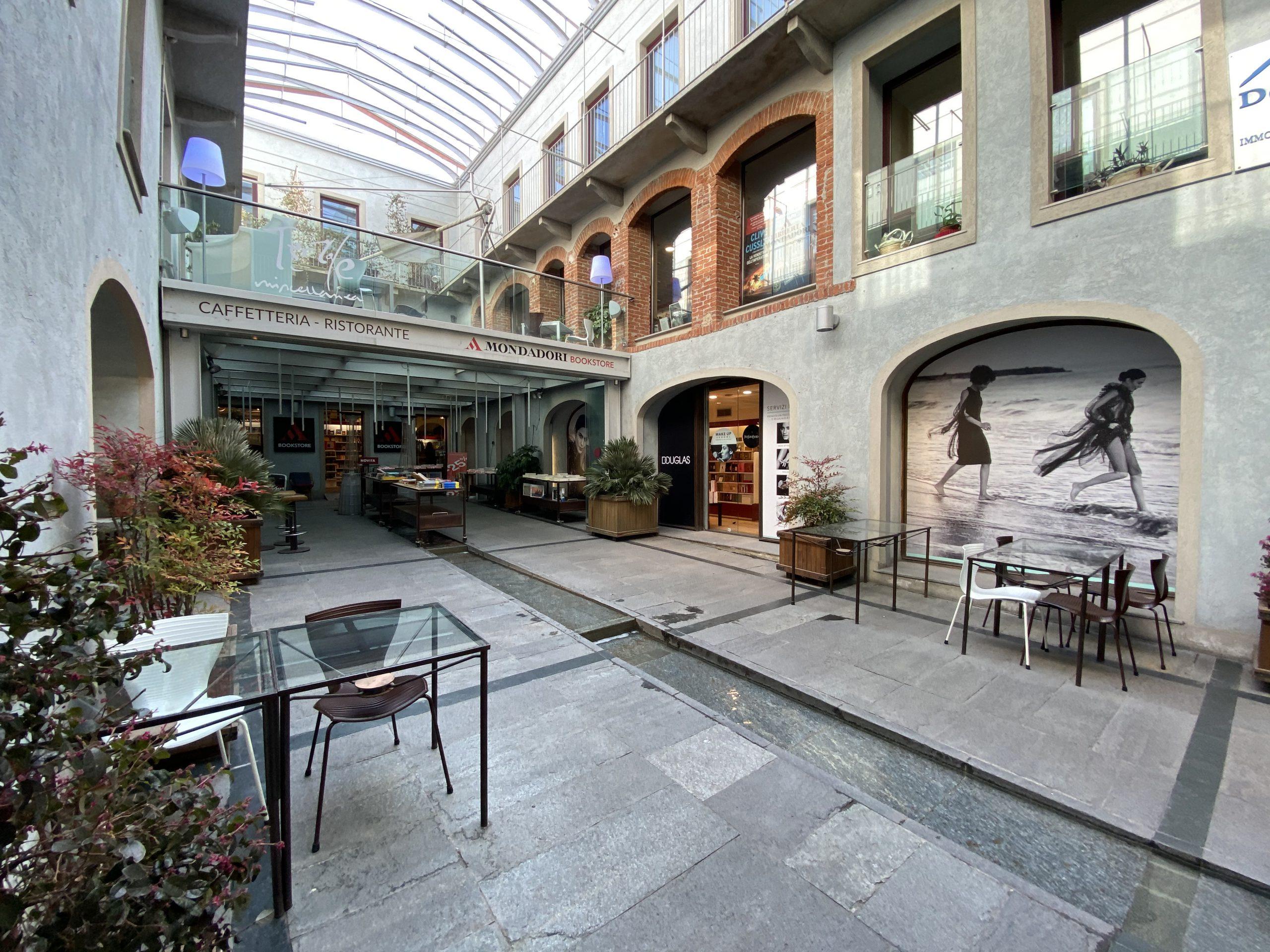 Locale commerciale nella galleria Mondadori