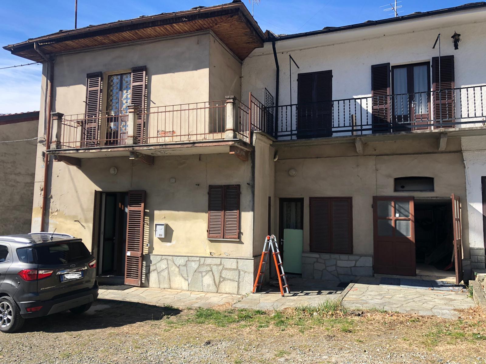 Casetta indipendente su 2 livelli con terrazzino in zona Abbadia Alpina